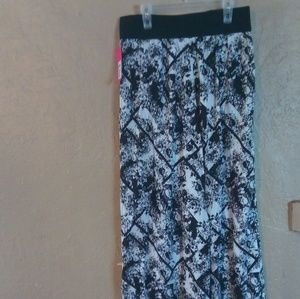 NWT Xhiliration black and white floral pants